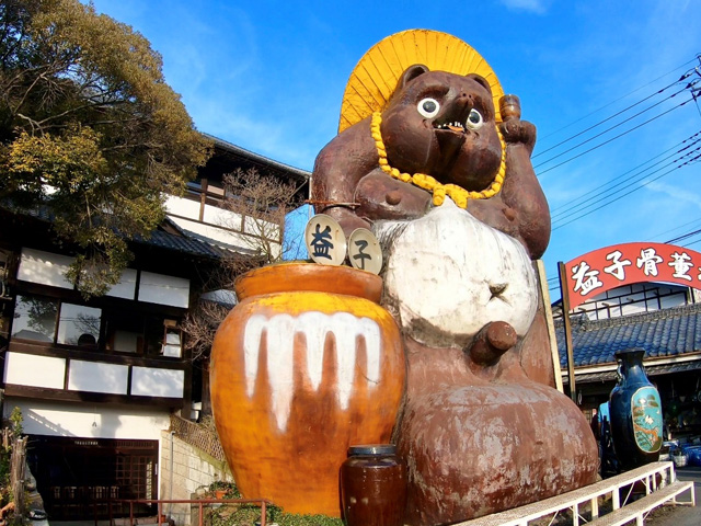 Ponta the famous tanuki statue in Mashiko