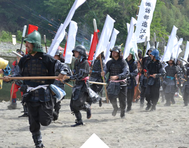 Samurai warriors rush to war at the Yorii Hojo Festival.