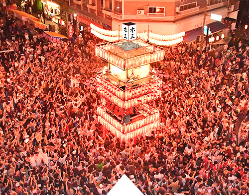Locals and visitors dance together at the Kiryu Yagibushi Festival Finale