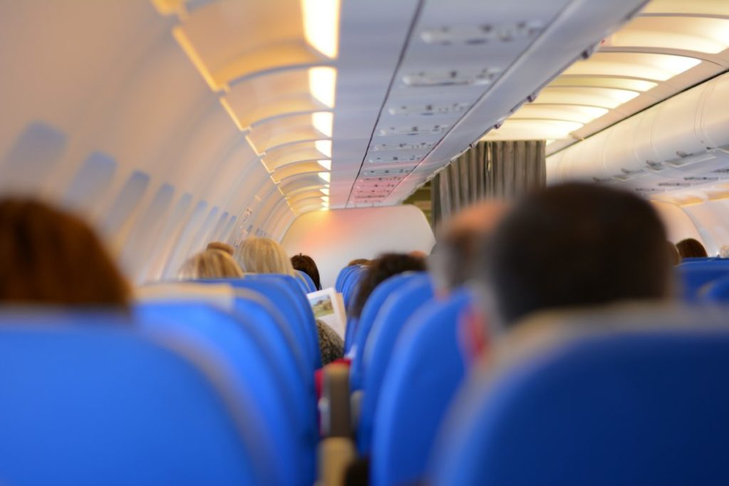 How to spending time in a plane to avoid jet lag when traveling to Japan