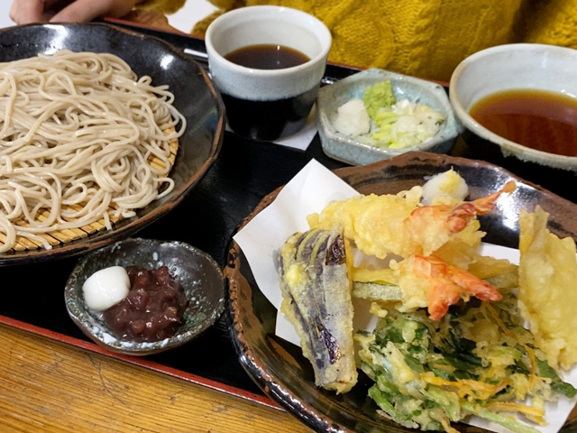Delicious tempura soba with local spring ingredients at Yamani restaurant in Mashiko
