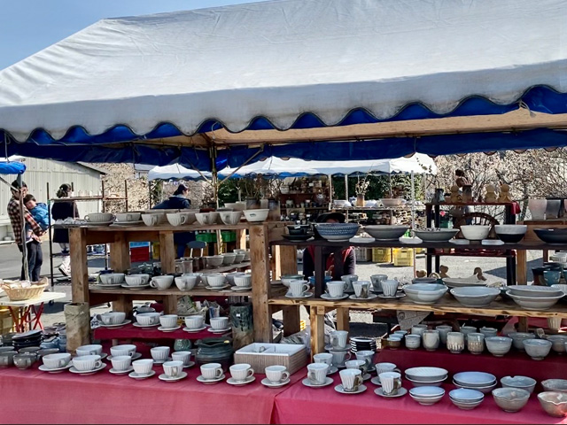 Weekend pottery market where you can enjoy Mashiko in spring