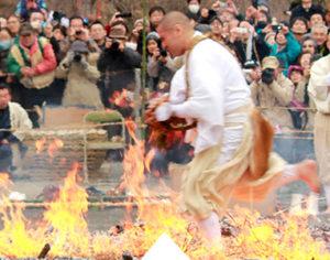 Come see a monk running through fire at Nagatoro Fire Festival (Nagatoro Himatsuri Festival)
